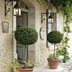 31 Easy French Country Decor Ideas On A Budget for 2018 – French Farmhouse Decor French Country Cottage, French Country Style, French Country Decorating, Country Life, Cottage Style, Vintage Country, French Country Lighting, French Country Gardens, French Home Decor