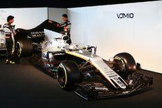 Sergio Pérez, Sahara Force India F1 y su compañero Esteban Ocon, Sahara Force India F1 Team revelan el Sahara Force India F1 VJM10
