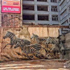 Jozi Street Art Fhatuwani Mukheli Street Wall Art, Street Art Banksy, Urban Street Art, Murals Street Art, Street Art Graffiti, Urban Art, Amazing Street Art, Amazing Art, Street Installation