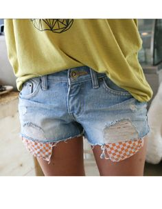 exposed square pattern printed pocket ripped hotpants  CODE: MGN337  Price: SG $72.85 (US $58.75)