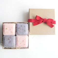 "A perfect gift for everyone! Set of 4 French soap in kraft gift box and decorative ribbon.  Gift box includes two 25g lavender & two 25g Rose petal guest soap.  All soap are made with shea butter and highest quality natural ingredient.  Divine quality, elegant scent.  Made in France. Gift box size: 4""x 4"" x1. Available at http://shop.evenandodd.ca/collections/all-scented/products/french-soap-gift-box-set"