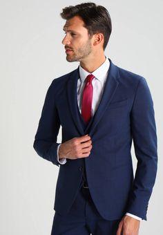 Benetton. Veste de costume - blue. Col:col revers. Composition:53% polyester, 43% laine, 4% elasthanne. Fermeture:boutons. Taille du mannequin:Notre mannequin mesure 188 cm et porte une taille 48. Motif / Couleur:chiné. Longueur:nor... Revers, Benetton, Polyester, Mannequin, Composition, Suit Jacket, Breast, Costumes, Suits