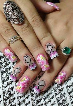 Unha diferente de Rutthye designer.  Different nail by Rutthye designer.  Uña diferente por Rutthye designer. Unghie different di Rutthye designer.