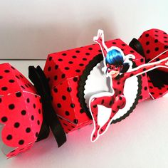 Caixa bala miraculous ladybug #personalizadosladybug #festaladybug #festamiraculousladybug #miraculousladybug #ladybug #finosfricotes #scrapfesta #scrapdecor