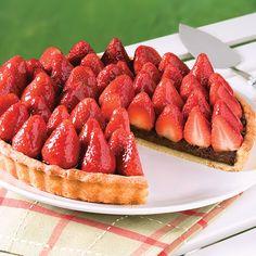 Les fraises et le chocolat, ce fameux duo dont on ne se lasse pas… Healthy Dessert Recipes, Pie Recipes, Chocolate Strawberry Pie, Pie 5, Dessert Aux Fruits, Sweet Pie, Easy Meals, Cooking, Brunch