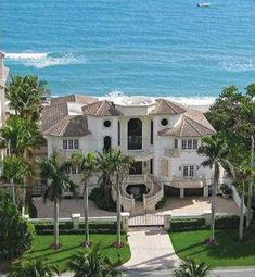 A big and beautiful beach mansion is a common thing for wealthy people to purchase, showing off their money by having not only one, but multiple large and grand homes. Dream Beach Houses, Luxury Homes Dream Houses, Dream Homes, Beach Mansion, Beach Shack, Beach House Decor, Beach Condo, Beach Cottages, Architecture