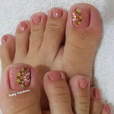 Unhas Decoradas do Pé- Ideias e Dicas Pedicure Nail Art, Pedicure Designs, Toe Nail Art, Acrylic Nails, Pretty Toe Nails, Cute Toe Nails, Pretty Toes, Feet Nail Design, Nail Designer
