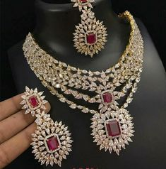 #Motiimpex #Polkijewellery #Polkiearrings #Polkinecklace #Jaipurjewellery #necklaceset #jadau #diamondjewellery #diamondbangle