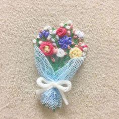 . 새로 구입한 #덴마크꽃실 써보려고 #설렁설렁 #얼렁뚱땅 #막자수 . #프랑스자수 #손자수 #자수 #자수타그램 #꽃다발 #꽃 #flowers  #handstitch #embroidery #handmade  #프롬유_자수일기