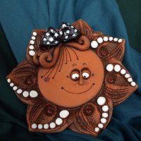 Majka minorista de artículos de cerámica / Productos | Fler.cz Hand Built Pottery, Slab Pottery, Pottery Mugs, Pottery Art, Clay Projects, Clay Crafts, Homemade Clay, Pottery Handbuilding, Ceramic Wall Art