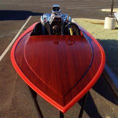 Slick wood deck, drag style boat.