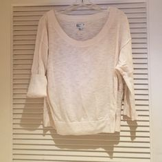American Eagle sweater Loose fitted cream colored sweater. American Eagle size M. Good condition. Sleeves can be rolled up. Very comfortable American Eagle Outfitters Sweaters Crew & Scoop Necks