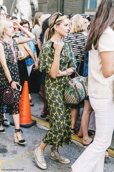 nyfw-new_york_fashion_week_ss17-street_style-outfits-collage_vintage-vintage_dress-gucci_bag-converse-floral_print