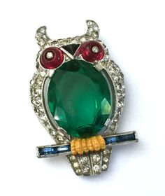 This is an amazing Crown Trifari Owl Dress Clip   Measurement: Approx. 1 5/8 x 1   Mark: Trifari (w/the Crown symbol) Pat. Pend.   Condition: