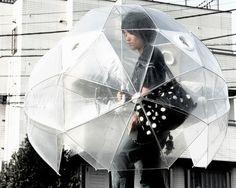 O guarda-chuva comum é um ótimo exemplo de um objeto simples que os designers têm melhorado de diversas formas. Aqui estão 19 guarda-chuvas que nós encontramos que são provavelmente melhores do que o seu.