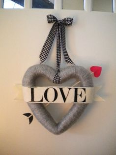 bow and arrow valentine wreath tutorial - need a door wreath for February!