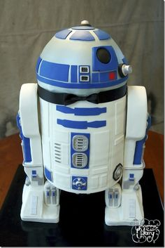 R2D2 cake. I would freeze this as I could never bring myself to eat it.
