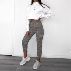 45 vakre vårantrekk for hverdagsklær - pinentry. Look Fashion, Fashion Pants, Teen Fashion, Womens Fashion, Winter Fashion, Fashion Clothes, Modern Fashion Outfits, Feminine Fashion, Fashion Mode