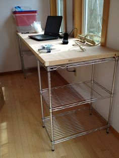 desks made from wire shelves and old doors - Bing Wire Shelving Units, Desk Shelves, Ikea Omar, Door Desk, Hollow Core Doors, Home Organization, Home Projects, Room Inspiration, Diy Furniture