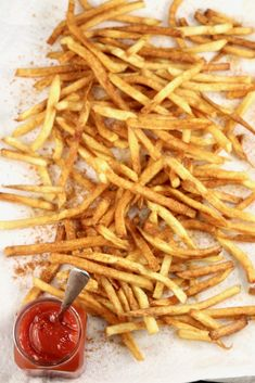 Homemade French Fries are one of the easiest side dishes to add to your dinner plans. Crispy and delicious and so simple to make! Crispy French Fries, French Fries Recipe, Homemade French Fries, Potato Sides, Potato Side Dishes, Side Dishes Easy, Cheesy Hashbrown Casserole, Twice Baked Potatoes Casserole, Making French Fries