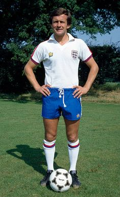 Arsenal defender John Hollins wearing his England International kit circa 1979 Pure Football, Retro Football, Chelsea Football, Football Kits, Vintage Football, Chelsea Fc, Football Jerseys, John Hollins, England Football Players