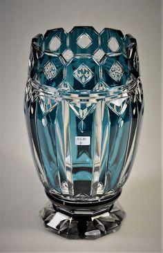 Val Saint-Lambert Vase cristal doublé bleu-pétrole (modèle Brighton?) - Pièce créée pour l'exposition universelle de Liège 1930 - H 25,5 cm.