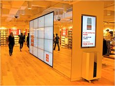 Cool digital and interactive experiences over at Uniqlo_Digital Signage & Display New York. Digital Signage System, Digital Kiosk, Digital Signage Displays, Digital Signage Solutions, Digital Retail, Digital Wall, Environmental Graphics, Environmental Design, Retail Technology