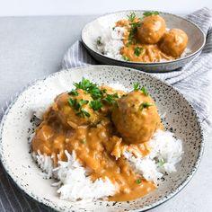 Indiske kødboller - Boller i indisk sauce | Mummum.dk Food Is Fuel, Food N, Good Food, Food And Drink, Indian Food Recipes, Asian Recipes, Healthy Recipes, Clean Eating Dinner, Easy Cooking