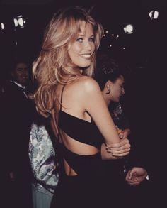 Claudia Schiffer Love the hair 90s Hairstyles, Hairstyles With Bangs, Pretty Hairstyles, 90s Haircuts, Haircuts Straight Hair, Hair Inspo, Hair Inspiration, Estilo Ivy, Brown Blonde Hair