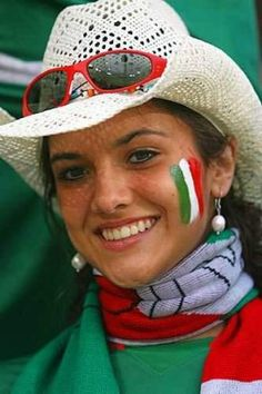 Beautiful Italian Fan, loving the hat #Beautiful