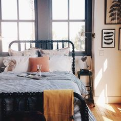 What You Need To Do About Dark Accent Walls Bedroom 190 - Pecansthomedecor Dream Bedroom, Home Bedroom, Bedroom Decor, Bedrooms, Bedroom Ideas, Bedroom Lighting, Master Bedroom, Accent Wall Bedroom, Accent Walls