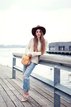 Just The Design: Negin Mirsalehi is wearing a Free People creme knitted turtleneck with a pair of Monki boyfriend jeans and a beige and mustard Chloé side bag