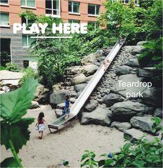 Teardrop park in Battery Park City. The best kept secret of downtown Manhattan if you have little ones. Teardrop is our urban oasis, our salvation on the many NYC hot hot hot summer days. This little park is nested between Battery Park high rises and surrounded by tons of trees.