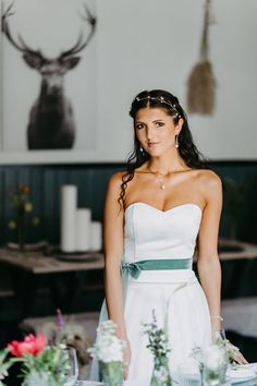 Rustic Chic: Inspirationen für eine modern-rustikale Hochzeit #brautkleid #brautgürtel #dirndl #braut #rustikal Strapless Dress Formal, Formal Dresses, Trends, Inspiration, Modern, Tops, Fashion, Rustic Charm, Dirndl