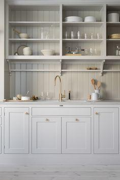 Kitchen decor and kitchen ideas for all of your dream kitchen needs. Modern kitchen inspiration at its finest. Rustic Kitchen, New Kitchen, Kitchen Decor, Kitchen Ideas, Craftsman Kitchen, Neutral Kitchen, Funny Kitchen, Kitchen Layout, Interior Modern