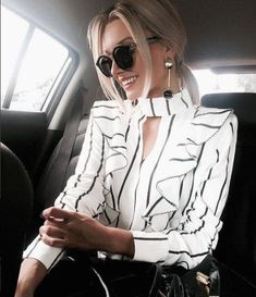 Dress white and black classy fashion ideas Mode Chic, Mode Style, Classy Outfits, Cute Outfits, Mode Kimono, Inspiration Mode, Elegant Outfit, Looks Style, Work Fashion