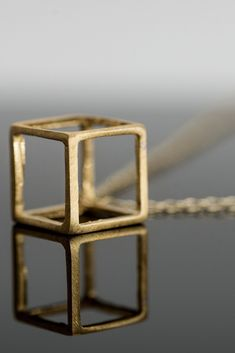 Made to stand out for its elegant design! She simply won't want to take it off! The perfect gift for her! Perfect Gift For Her, Gifts For Her, Geometric Necklace, Natural Wood, Women's Accessories, Jewelry Collection, Jewelry Necklaces, Jewelry Design, Elegant