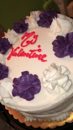 Valentines Day Cakes, Buttercream Frosting, Food Cravings, Junk Food, Desserts, Tailgate Desserts, Deserts, Buttercream Icing, Postres
