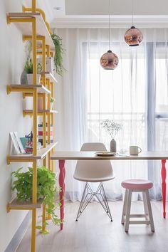 The Wonderland Apartment by House Design Studio Adoro esta estante! Deco Pastel, Cheap Apartment, Colorful Apartment, Bohemian Style Bedrooms, Design Case, Home Living, Living Room Bedroom, Interiores Design, Small Spaces