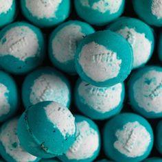 Big Blue Bombe de bain effervescente LUSH 4€95                                                                                                                                                                                 Plus