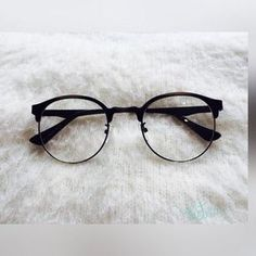 (notitle) - Glasses - - Home Maintenance - No Make Up - Glasses Frames - Homecoming Hairstyles - Rustic House Glasses Frames Trendy, Fake Glasses, Cool Glasses, New Glasses, Tumblr Glasses Frames, Glasses Outfit, Stylish Sunglasses, Sunglasses Women, Fashion Design Inspiration