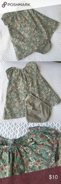 Baby Gap 12-18mo Floral print dress wth bloomers Totes adorbs floral print Baby Gap dress with matching bloomers. Gently used and in excellent, like new condition. Gap Dresses