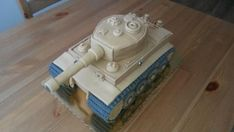 Tank 2 , postup na 3D torty, fotopostupy | Tortyodmamy.sk Army Tank Cake, Army Cake, Military Cake, Army Birthday Parties, Army's Birthday, Cake Structure, Foto 3d, 50th Cake, Chocolate Drip Cake