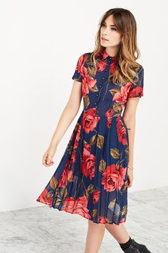 Such a pretty floral pint - the Charlie dress by Reformation #womensfahion #nattygal