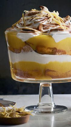 Looking for a great make-ahead desert? This lemon meringue trifle recipe improves over time as the ladyfingers soak in the limoncello & lemon juice. Trifle Desserts, Lemon Desserts, No Bake Desserts, Just Desserts, Delicious Desserts, Dessert Recipes, Dessert Trifles, Christmas Desserts, Christmas Baking