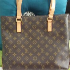 AUTHENTIC, LOUIS VUITTON MONOGRAM CANVAS PURSE BEAUTIFUL, LOUIS VUITTON AUTHENTIC PURSE. THE LEATHER ON THE OUTSIDE IS A OERFWCT, NOT CRACKED,  OR SCRATCHED. ONE OF STRAPS IS A BIT WORN, BUT NOT BROKEN. IF U HAVE ANY QUESTIONS,  FEEL FREE TO ASK, I WILL POST MORE PICS AS REQUESTED. Louis Vuitton Bags Shoulder Bags