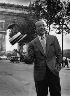 Fred Astaire poses in front of the Arc de Triomphe in Paris, where he was filming the Paramount musical Funny Face with Audrey Hepburn. Photo by Bert Hardy Golden Age Of Hollywood, Hollywood Stars, Classic Hollywood, Old Hollywood, Hollywood Bedroom, Fred Astaire, Richard Avedon, Richard Armitage, Charlie Watts