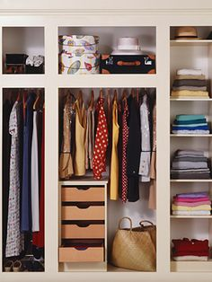 beautifuly organized closet - insyle