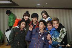 Student cast of 'Dream High snap a group photo on set Dream High 2 Cast, South Korean Girls, Korean Girl Groups, Korean Tv Shows, T Ara Jiyeon, Park Ji Yeon, Group Photos, Soyeon, Jinyoung