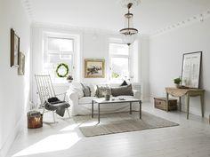 Elegancia entre flores. Decoracion monocromatica y el aire chic de un papel de flores   Decorar tu casa es facilisimo.com